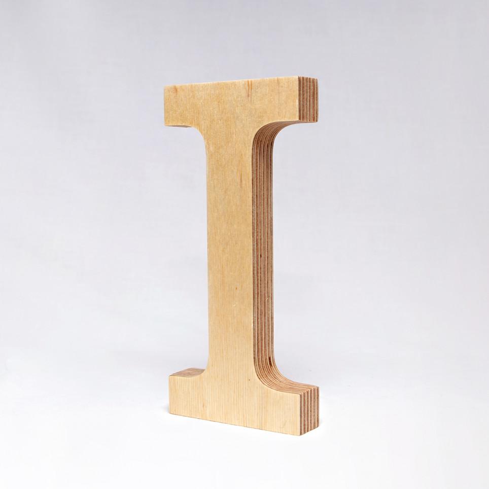 I dřevěné písmeno